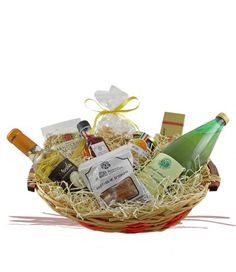 Cesto Monte Corona: confezione regalo composta da Succo di Mela, Torrone, Caramelle, Biscotti, Vino Liquoroso, Olio Aromatizzato, Farro, Miele