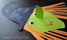 Fun and Easy Halloween Kids Crafts Theme Halloween, Halloween Books, Halloween Crafts For Kids, Halloween Activities, Halloween Projects, Halloween Cat, Preschool Halloween, Kids Crafts, Preschool Crafts