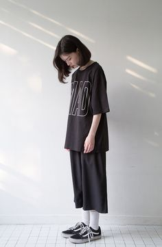 Outfit- oversized and geeky Set Fashion, Look Fashion, Girl Fashion, Fashion Outfits, Womens Fashion, Fashion Tips, Ulzzang Fashion, Ulzzang Girl, Korean Street Fashion