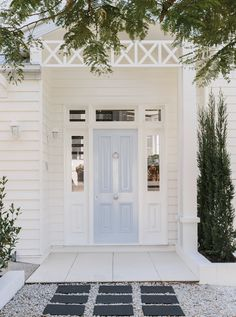 Help me pick the front door color for the Portland fixer, will you? Modern Country Style, Country Style Homes, French Country, Exterior Colors, Exterior Design, Exterior Paint, Door Design, Light Blue Houses, Die Hamptons