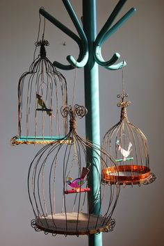 Items similar to Wire bird cage on Etsy, The bird cage is both a property for your birds and a pretty tool. You can choose whatever you want among the bird cage versions and get far more particular images. Wire Crafts, Diy And Crafts, Paper Crafts, Sculptures Sur Fil, Paper Birds, Bird Cages, Chicken Wire, Wire Art, Garden Art