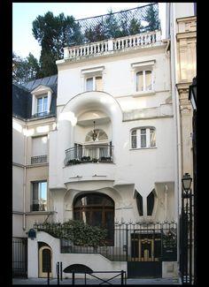 Пример облицовки штукатурного фасада в ардеко стиле с радиусными элементам