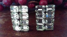 Vintage Weiss rhinestones clip earrings