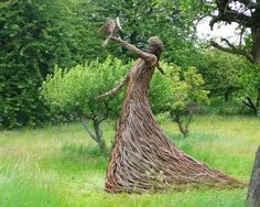 Living willow structures or fences use live cut rods or withies, which are inserted in the ground, & take root. Willow sculpture may use green wood but the rods are not planted, therefore the sculpture should be preserved if you desire your outdoor art to Outdoor Sculpture, Outdoor Art, Wood Sculpture, Garden Sculptures, Organic Sculpture, Cardboard Sculpture, Land Art, Art Vert, Living Willow