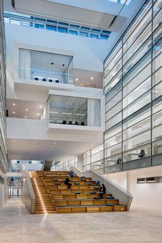 Não somos pisos vinílicos, somos pisos de borracha. Os pisos Nora são 100% de borracha, baseados em qualidade e sustentabilidade com mais de 300 variações de cores e design, totalmente ergonômico, certificação LEED, resistente a manchas, ao grande tráfego comercial e voltado para diversas aplicações. Instalação dos pisos noraplan® sentica ed, noraplan® uni no Center of Brain, Behavior and Metabolism (CBBM) em Lubeck | Alemanha.