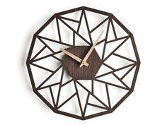 Uhren - Moderne Design Wanduhr mit Holzspitzen - ein Designerstück von niusdesign bei DaWanda