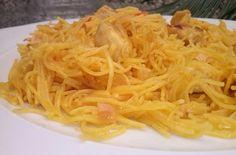 Un sencillo fideguá con pollo... http://lacocinadesole6.blogspot.com.es/2013/06/fidegua-con-pollo_25.html