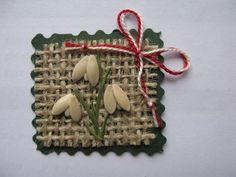 Sursa: breslo.ro Toddler Arts And Crafts, Diy And Crafts, Paper Crafts, Alphabet Letters Design, Pots, Christmas Crafts For Kids, Spring Crafts, Felt Flowers, Preschool Crafts