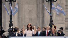 [FOTOS] #Sesiones2014: Cristina anunció además la inversión de más de 1.200 millones de dólares para avanzar en la renovación total de los trenes de la región metropolitana con la incorporación de mil coches cero kilómetro en reemplazo de los 800 existentes.