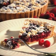 Healthy Raspberry-Almond Crumb Tart