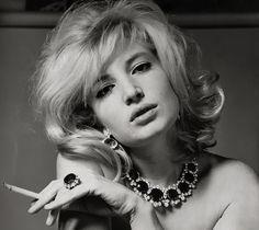 KMS Des seins des fesses des clopes & des guitares » Smoking girl Monica…