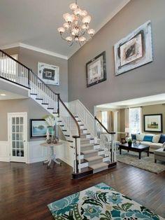 idee deco escalier, murs en gris, parées de tableaux, idee tapis escalier, escalier quart tournant