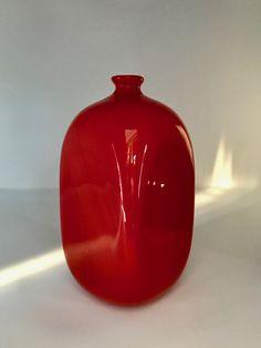 Carlo Scarpa for M.V.M. Cappellin. 'Incamiciato' vase. Signed. 1930. Height: 20 cm. Reference: Carlo Scarpa, I Vetri di un Architetto, page 92, 229. Private collection. For a similar piece: https://www.wright20.com/auctions/2009/10/modern-design/458?search=Carlo+Scarpa
