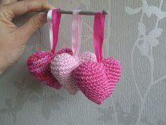 HaakYdee: 3D Hartje haken Diy Crafts Crochet, Crochet Gifts, Yarn Crafts, Crochet Toys, Free Crochet, Amigurumi Patterns, Crochet Patterns, Crochet Embellishments, Granny Square Crochet Pattern