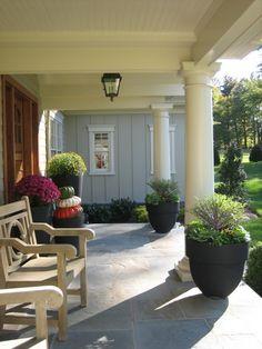 Budget-friendly ideas for front yard landscaping of your outdoors - front yard landscaping simple Front Porch Design, Patio Design, Floor Design, Front Porch Flowers, Ideas Para El Patio Frontal, Veranda Design, Porch Flooring, Porch Tile, Slate Flooring