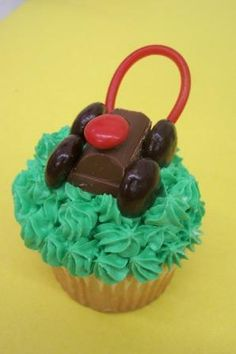 Create this adorable lawnmower cupcake