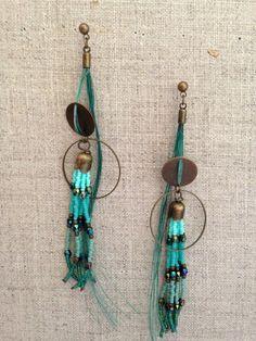 Clous d'oreilles bronze, crin de cheval et perles Miyuki, via melbandthebird. Click on the image to see more!