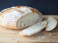 Ein Rezept für ein No-Knead-Dreikornbrot. Ein leckere und einfaches Brot, welches ohne viel Hefe auskommt und im Ofen gebacken wird.