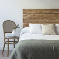 indoor bedroom headboard wood chair diy idea Source by marieclairevize Dream House Interior, Luxury Homes Dream Houses, Home Decor Kitchen, Home Decor Bedroom, Master Bedroom, How To Make Headboard, Home Decor Quotes, Pretty Bedroom, Home Staging