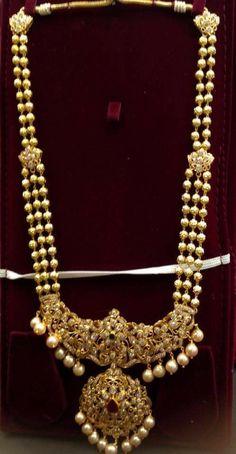 Indian Wedding Jewelry, Indian Jewelry, Bridal Jewelry, Gold Bangles Design, Gold Jewellery Design, Indiana, Gold Pendent, Gold Jewelry Simple, Gold Diamond Earrings