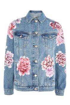 Get a soft look in this MOTO floral painted denim jacket. Co-ords with peony denim skirt. Painted Denim Jacket, Painted Jeans, Painted Clothes, Floral Jeans, Floral Jacket, Vestido Charro, Cl Fashion, Topshop Coats, Topshop Jackets