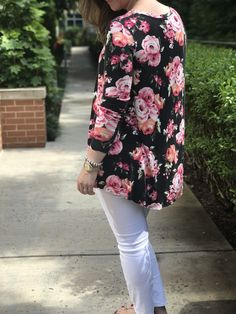 DIY this top for a good every day outfit. Simple shape with a long sleeve and scoop neck make for a modest fit. This sewing pattern is ideal for a fast sewing project or a beginner. Tunic Pattern, Top Pattern, Sew Your Own Clothes, Sewing Clothes Women, Fall Sewing, Diy Tops, Athleisure Outfits, Floral Fashion, Pdf Sewing Patterns