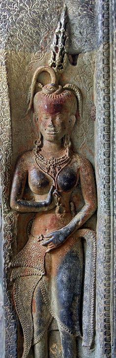 Angkor Wat Apsara & Devata: Khmer Women in Divine Context