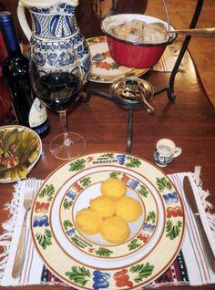 Tocanita saseasca de iepure servita la ceaun cu mamaliguta Table Settings, Game Recipes, Place Settings, Wild Game Recipes, Tablescapes