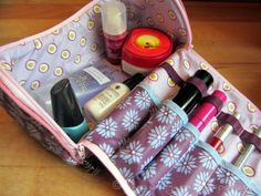 Full and Yarn: Cosmetic Bag - pattern for sale here: http://de.dawanda.com/product/33090665-Ebook-Kosmetikkoffer-Ingrid