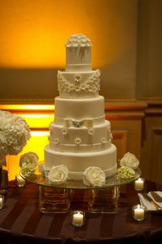 A simple but elegant wedding cake
