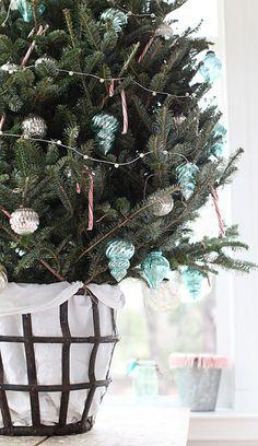 lovelovelove this christmas tree ~ via dreamy whites