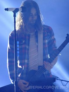 Wow! What a photo... (Love his shirt too)  :3