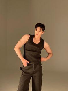 Hot Korean Guys, Korean Men, Korean Actors, Hot Guys, Kim Song, Song Kang Ho, Im Falling In Love, Daddy Aesthetic, Lighten Skin