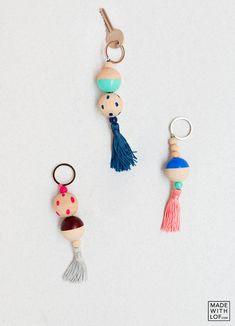 Made with lof: DIY / ¿Cómo hacer llaveros bonitos con bolas de madera? diy keyrings