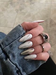 Marble effect nails White