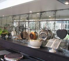 Antique Mirror Glass Tiles Uk Fliesen: Home Design-Ideen - Spiegel Antique Mirror Splashback, Mirror Backsplash Kitchen, Antique Mirror Tiles, Kitchen Backsplash, Antiqued Mirror, Antique Glass, Vintage Mirrors, Backsplash Ideas, Mirror Wall Tiles