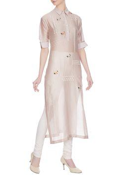 Buy Champagne rose hand-embroidered sequin chanderi kurta by Sahil Kochhar at Aza Fashions Kurta Patterns, Dress Patterns, Sewing Patterns, Pakistani Dresses, Indian Dresses, Casual Dresses, Fashion Dresses, Casual Wear, Kurta Style