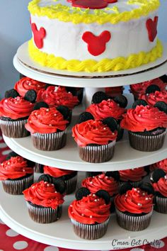 Disneyland Themed Party Food Ideas Throw a party inspired by the Happiest Place on Earth with these Disneyland Food Ideas! First Birthday Parties, First Birthdays, 5th Birthday, Birthday Ideas, Mouse Parties, Disney Parties, Disneyland Food, Throw A Party, Party Themes