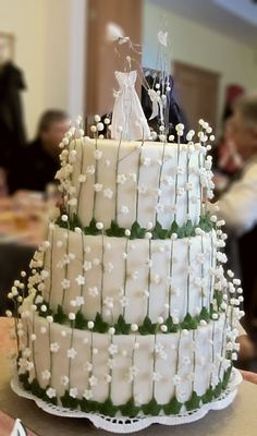 Lily wedding cake with an original topper. 800 handmade sweet blossoms on the cake!