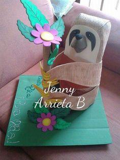 Farol de peresozo. Creaciones Jenny- Costa Rica Costa Rica, Plastic Bottle Crafts, Plastic Bottles, Christmas Traditions, Art For Kids, Teaching, Handmade, Ideas, Folklore