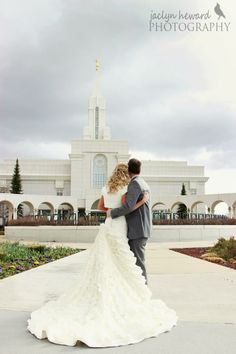 Bountiful temple wedding pictures Stunning modest wedding dress Jaclyn Heward Photography