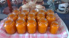 recept_na_pripravu_dzemu Home Canning, Hot Sauce Bottles, Preserves, Pickles, Food And Drink, Honey, Homemade, Cooking, Recipes