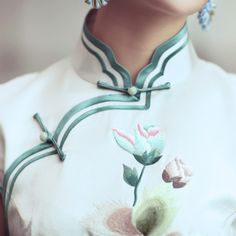 Silk Embroidered Tailor Made Traditional Chinese Gown Green 32 Beautiful mood Neckline Designs, Dress Neck Designs, Chinese Gown, Asian Style Dress, Chinese Style, Traditional Chinese, Chinese Fabric, Cheongsam Dress, Chinese Clothing