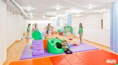 Ideas de #Sala de juegos, Gimnasio, Niños, estilo #Moderno color  #Rojo,  #Ocre,  #Verde,  #Violeta, diseñado por Lo Ca studio  #CajonDeIdeas