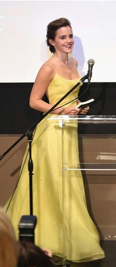 Emma Watson looked like a classic beauty wearing a Lemon-Chartreuse Yellow floor length dress by Christian Dior Haute Couture. Lucy Watson, Alex Watson, Style Emma Watson, Emma Watson Beauty And The Beast, Emma Watson Estilo, Emma Watson Dress, Emma Style, Emma Watson Fashion, Emma Watson Casual