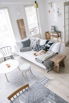 The Scandinavian aesthetic can be applied to many different spaces. Its love of simplicity, natural elements, and functionality is especially ideal for a living room. Take a glimpse inside some lovely, organized and comfortable living rooms that their inspiration from Scandinavian design and get inspiration for yourself. #ScandinavianInterior