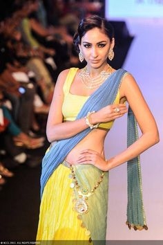 A model walks the ramp for Dipti Amisha during the India International Jewellery Week. #Bollywood #Fashion #IIJW