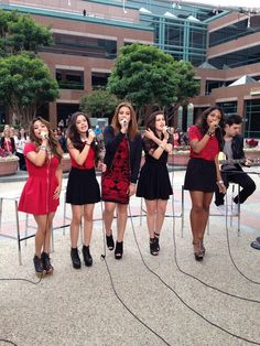 Fifth Harmony on E News! i love their outfits! the red and black is gorgeousss! Fifth Harmony Style, Fith Harmony, Fifth Harmony Camren, My Girl, Cool Girl, Girl Bands, Dance Moms, Celebs, Celebrities