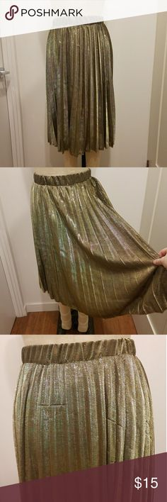"""Gold metallic lurex pleated skirt holiday xmas M Gorgeous Gucci inspired pleated skirt in a metallic gold knitted fabric. The color and shine on this is stunning. Sadly has some pulls/runs at the back, but it's not very noticeable when on since the fabric is so flashy. Skirt pulls on and is unlined. Size M/L Waist: 28-34"""" Length: 27"""" Skirts Midi"""
