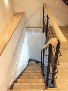 Railing and staircase steel brut Staircase Railing Design, Staircase Handrail, Interior Staircase, Stairs Architecture, Steel Balustrade, Escalier Design, Balcony Design, Metal Homes, Living Room Designs